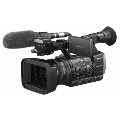 Sony HXRNX3 Three 1/2.8-inch Exmor CMOS Sensors Full HD AVCHD Camcorder with 35mm Full-frame Format Equivalent Sony G-lens and 40x zoom with Clear Image Zoom